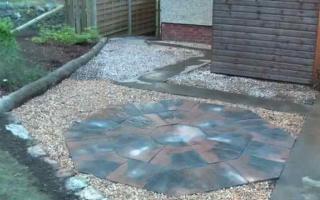 Calder brown octant and quartz gravel patio